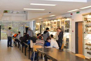 Az Óbudai Gimnázium diákjai az IT Evolúció kiállításon